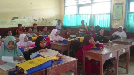 Gerakan 1000 paket School Kit untuk Brebes