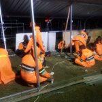 Di Tengah Guyuran Hujan, Relawan Muhammadiyah Tetap Bersemangat Bangun Huntara Bagi Korban Gempa Palu