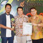 Lazismu Terima Award Lembaga Filantropi Peduli Ekonomi Umat dari MUI